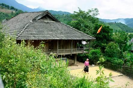 Nhà sàn của người Lào
