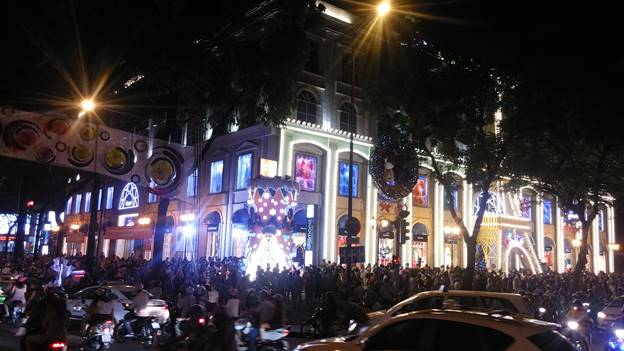 Noel tại Diamond Plaza