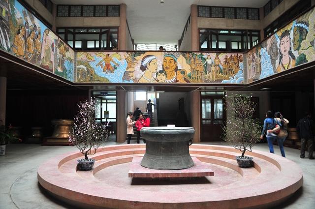 Bên trong Bảo tàng Hùng Vương