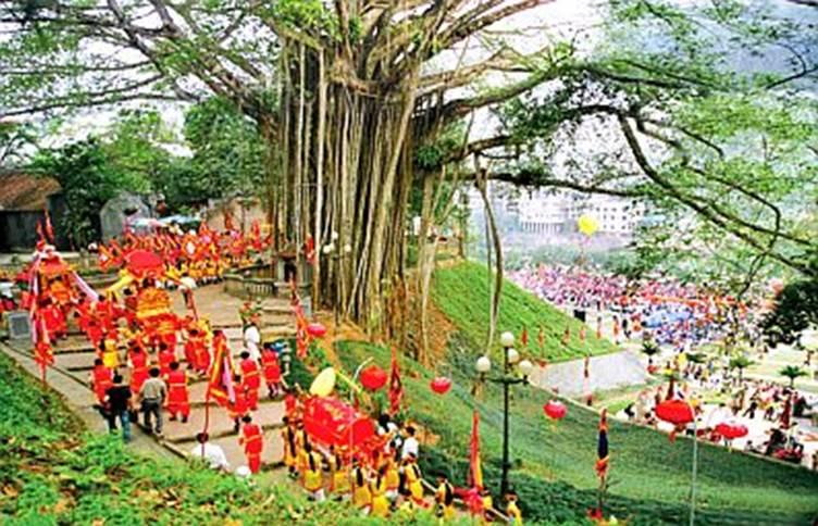 Lễ rước tại hội Đền Thượng