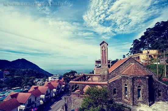 Toàn cảnh nhà thờ Tam Đảo
