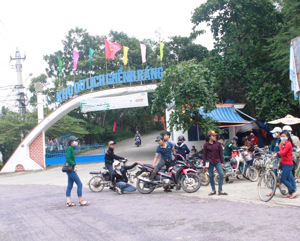 Cổng chào khu du lịch Ghềnh Ráng