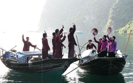 Ngư dân làng chài hát giao duyên